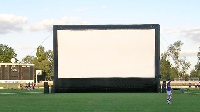 Cinéma itinérant de plein air, écrans gonflables